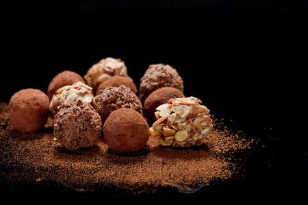 Photo pour Chocolate Truffles - image libre de droit