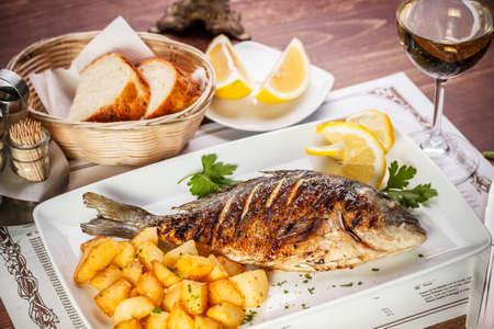 Photo pour Dorado fish served on restaurant table - image libre de droit