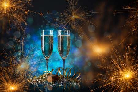Foto de Pair glass of champagne with sparkler. - Imagen libre de derechos