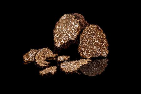 Photo pour Black truffles mushrooms on black background - image libre de droit