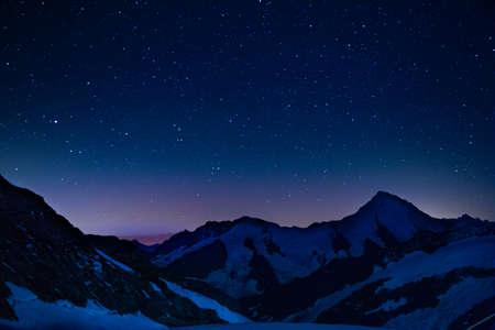Photo pour Stars above the alps - image libre de droit