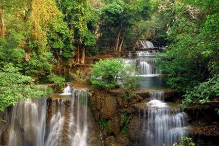 Foto de Waterfall in deep forest - Imagen libre de derechos