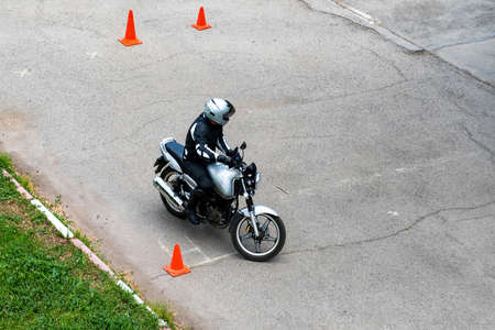 Photo pour Man is practicing driving a motorcycle in a driving school - image libre de droit