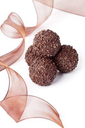 Photo pour Delicious dark chocolate pralines - image libre de droit