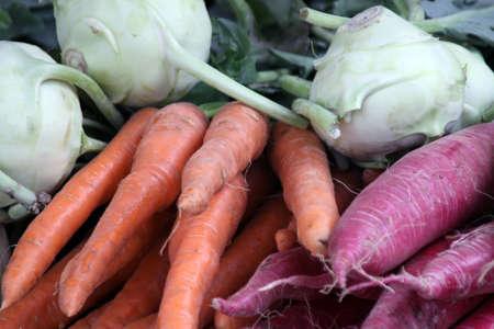 rape e carote in vendita al mercato