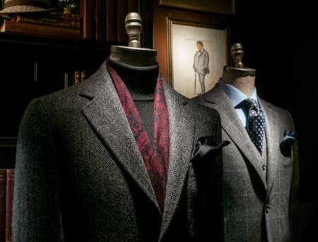Foto de Two mannequin in a tailor - Imagen libre de derechos