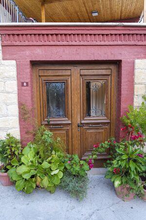 Photo pour Wooden front door and pots of flowers. Beautiful back door in Cyprus. - image libre de droit