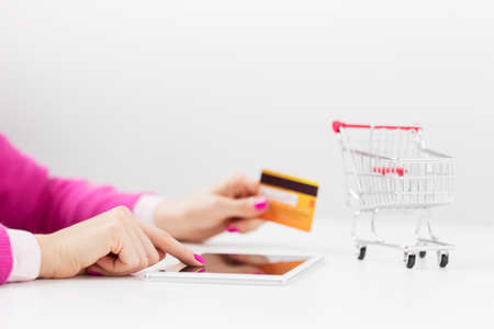 Shopping using tablet computer