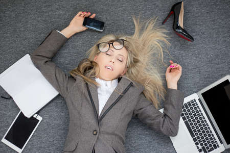 Photo pour Overworked business woman - image libre de droit