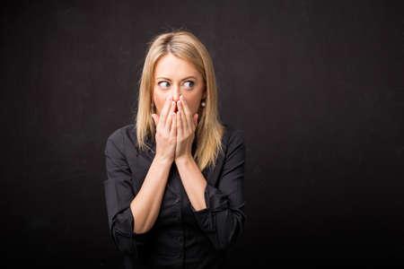 Photo pour Woman in disbelief - image libre de droit