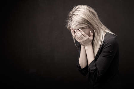 Photo pour Woman holding her face in her hands - image libre de droit