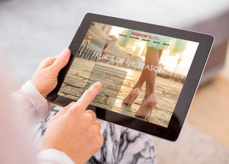 Photo pour Fashion blog / website on digital tablet - image libre de droit
