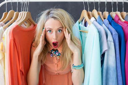 Photo pour Stressed woman deciding what to wear - image libre de droit