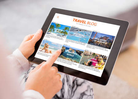 Photo pour Travel blog on tablet computer - image libre de droit