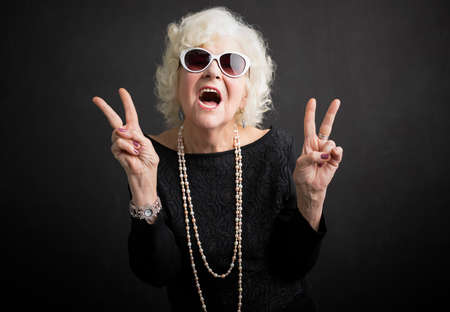 Foto de Cool grandmother showing peace sign - Imagen libre de derechos