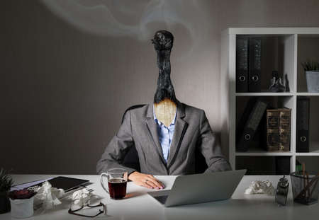Foto per Conceptual photo illustrating burnout syndrome at work - Immagine Royalty Free