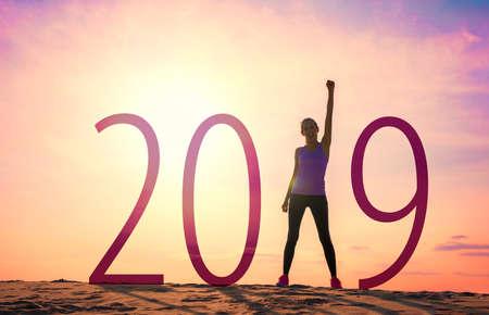 Foto de Woman celebrating new year - Imagen libre de derechos