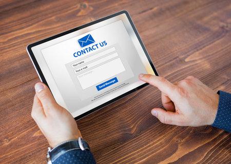 Foto de Man submitting contact form on website - Imagen libre de derechos