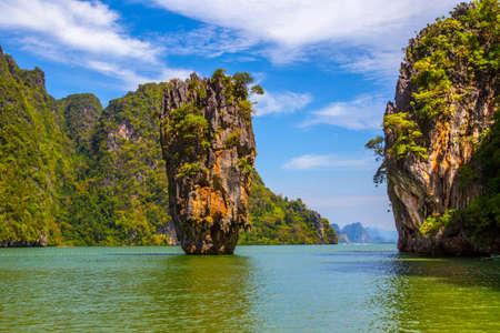 Photo pour Bond Island in Thailand. Island in Phang Nga Bay, Thailand - image libre de droit