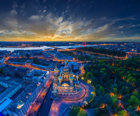 Photo pour Panorama of Saint-Petersburg. Architecture of Petersburg. View of the Field of Mars and the Church of the Savior on Blood. Panorama of the city of Russia. Summer evening in St. Petersburg. - image libre de droit