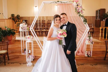 Photo pour Baeutiful wedding couple in the church. Just married groom and bride. Family - image libre de droit