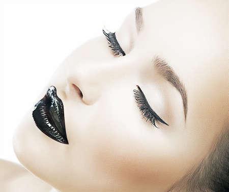Foto de Beauty model young fashion woman - clear healthy skin, fresh ideal face - Imagen libre de derechos