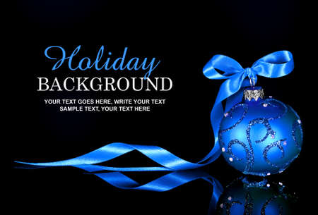 Photo pour Holiday background with blue Christmas ornament and ribbon - image libre de droit
