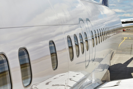 Photo pour Airliner fuselage closeup - image libre de droit