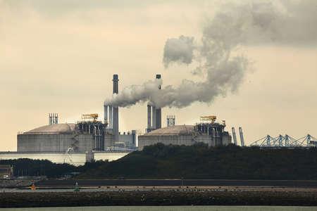 Photo pour Smoking power plant - image libre de droit