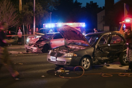 Photo pour Bad Car Accident by night with flashing lights - image libre de droit