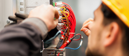 Photo pour Electrician engineer tests electrical installations and wires on relay protection system. Bay control unit. Medium voltage switchgear - image libre de droit