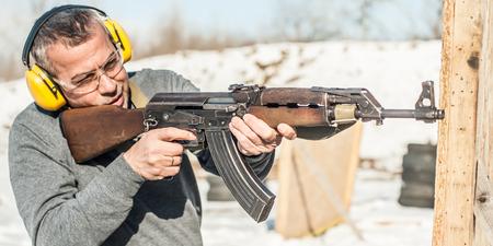 Foto de Special forces soldier in action, shooting from rifle machine gun. Outdoor winter and snow season - Imagen libre de derechos
