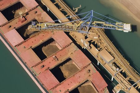 Photo pour Iron ore ship being filled from top view. - image libre de droit