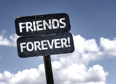Photo pour Friends Forever sign with clouds and sky background - image libre de droit