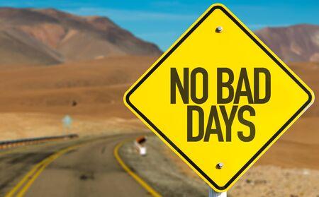 Photo pour No Bad Days sign on desert road - image libre de droit
