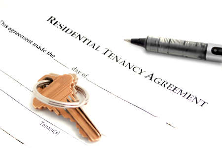 Photo pour blank residential tenancy agreement with pen,and keys  - image libre de droit