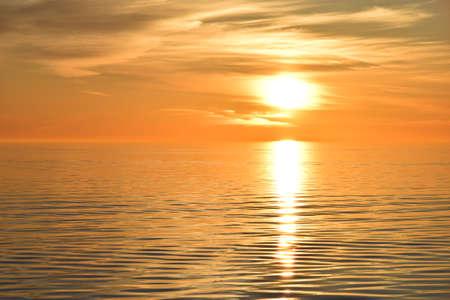 Foto de Photo of sunrise over the sea, flmed from the ship - Imagen libre de derechos