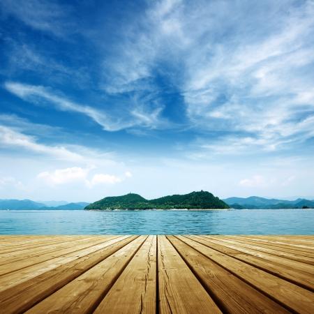 Photo pour Under the blue sky,platform beside sea . - image libre de droit