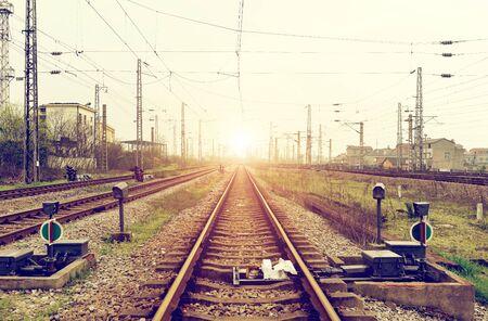 Foto de Railroad tracks in perspective - Imagen libre de derechos