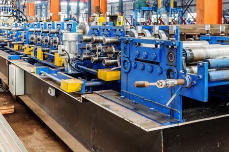 Foto de Steel factory production line: molding equipment - Imagen libre de derechos