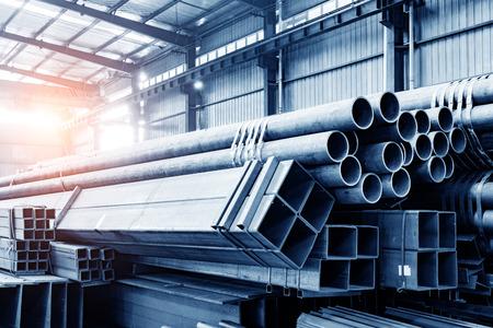 Photo pour Large steel factory warehouse - image libre de droit