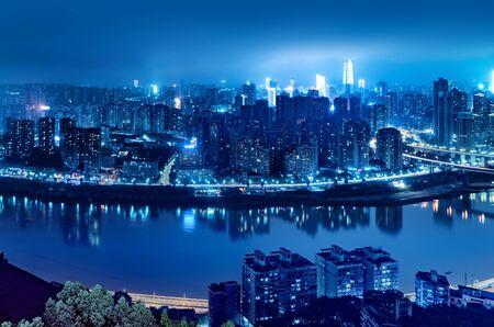 Photo pour High-rise mountain city night, China's western city of Chongqing. - image libre de droit
