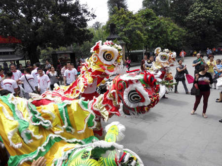 April 21, 2015, Guangzhou Liwan March sections, Ren Wei lion dance on the temple.