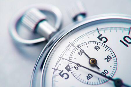 Photo pour Classic metallic chrome mechanical analog stopwatch. Close up shot. - image libre de droit