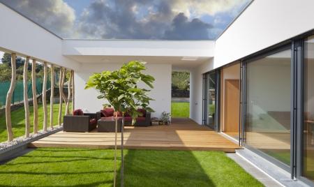 Foto de Beautiful new peaceful, modern home with privat garden and terrace - Imagen libre de derechos