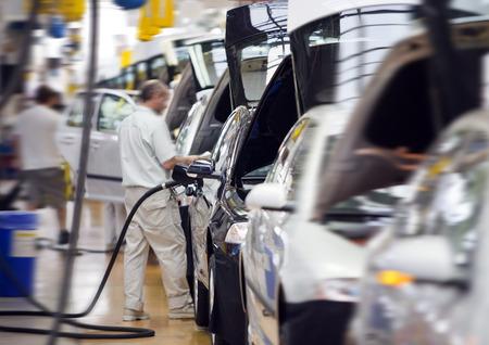 Photo pour work at big car factory industry - image libre de droit