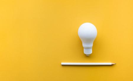 Photo pour Creativity inspiration,ideas concepts with lightbulb and pencil on pastel color background.Flat lay design. - image libre de droit