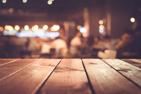 Foto de Wood table top with blur light bokeh in dark night cafe,restaurant background .Lifestyle and celebration concepts - Imagen libre de derechos