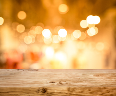 Photo pour Wood texture table top (counter bar) with blur light gold bokeh in cafe,restaurant background.For montage product display or design key visual layou - image libre de droit