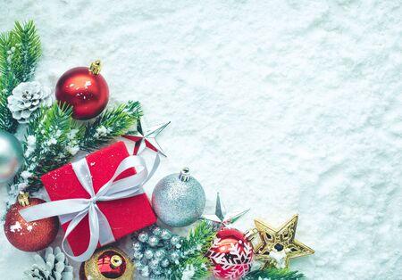Foto de Christmas ornament on snow background.For christmas concepts or new year,celebration ideas.Top view - Imagen libre de derechos